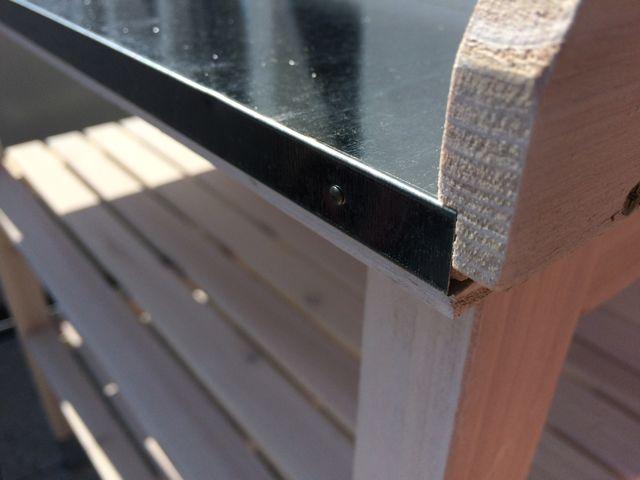Pflanztisch für den Balkon -verzinkte Arbeitsfläche