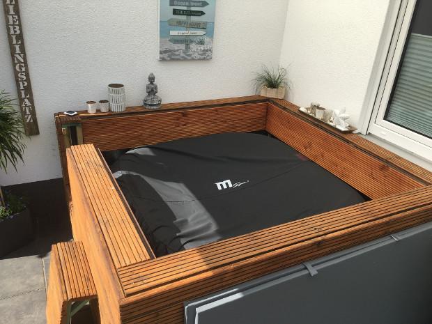 Aufblasbarer Outdoor Whirlpool von Miweba MSpa Alpine Delight mit verkleidung und abdeckung