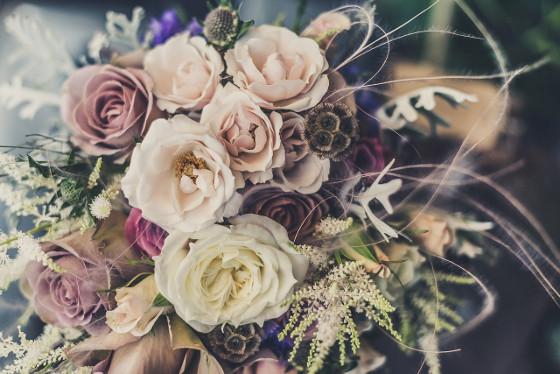 Schnittblumen inszenieren in Vase Rosen
